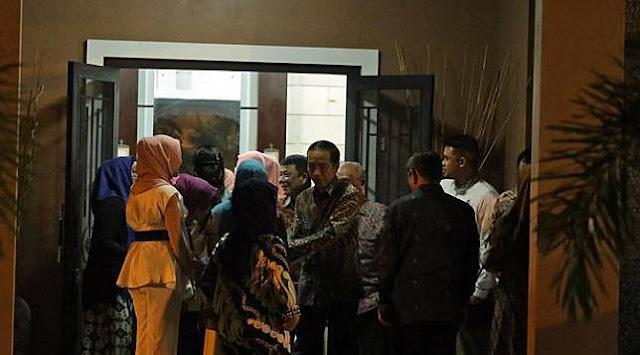 Begini Yang Terjadi Saat Presiden Jokowi Kunjungi Rumah Besannya di Medan Usai Resmikan Jalan Tol