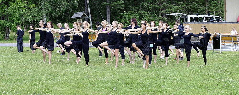 4b9bde58628e Älvsbyn Just Nu » Ungdomar bjöd på dans med en stor portion attityd