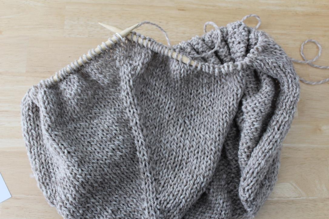 984551a7922d figknits  Knitting the Top-Down Raglan Cardigan