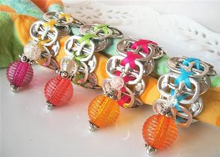 Anillos-para-servilletas-con-anillas-latas-recicladas