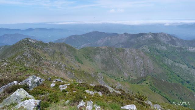 Sierra de Las Aves y Sierra del Abedular al fondo - Piloña - Asturias