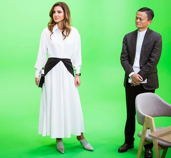 Queen Rania visited Edraak together with Mr. Jack Ma, Executive Chairman of Alibaba Group. Edraak CEO Shireen Yacoub. Style of Queen Rania, dress