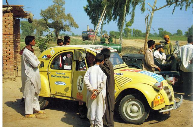 Pekingeend: Citroën 2cv in Pakistan