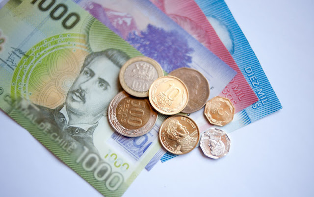 É melhor usar pesos argentinos ou dólares para o Chile?