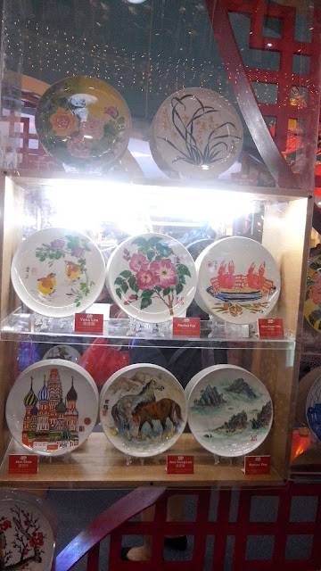 he passion of Chan Lim, the family patriarch, lies in Oil and Watercolor. While most of his art are painted on canvas, he has also ventured on to porcelain plates, Asian lanterns and fans.