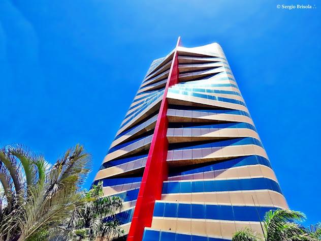 Perspectiva inferior da fachada do Edifício Berrini 500 - Cidade Monções - São Paulo