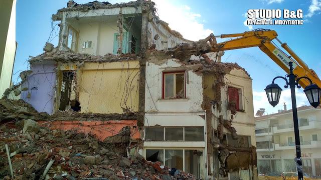 Κατεδαφίστηκε στο Ναύπλιο το ξενοδοχείο της δεκαετίας του ΄50  Des Roses (βίντεο)