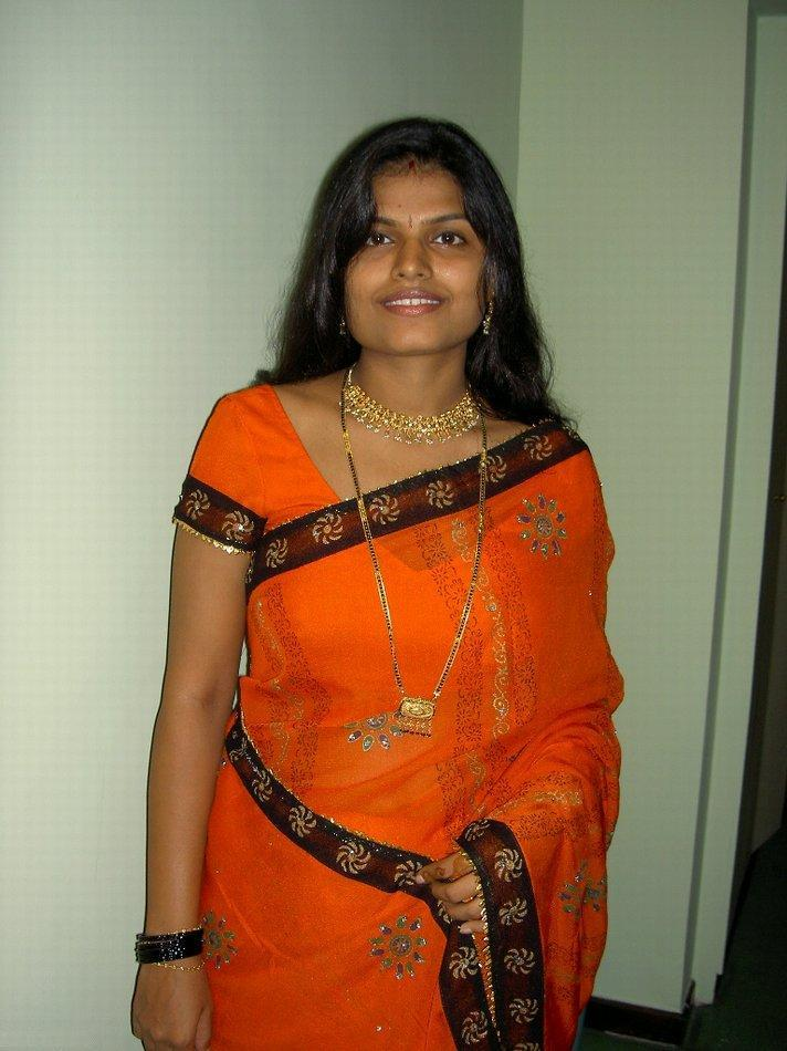 Hot Indian Aunties Photos Saree Pics: Arpitha Aunty