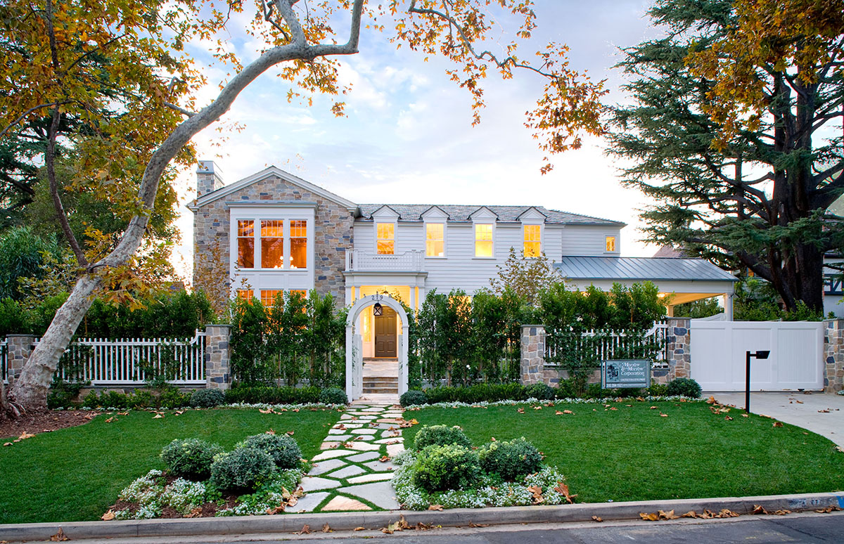 Cliffwood traditional mansion home designed by Steve Giannetti in Brentwood Park