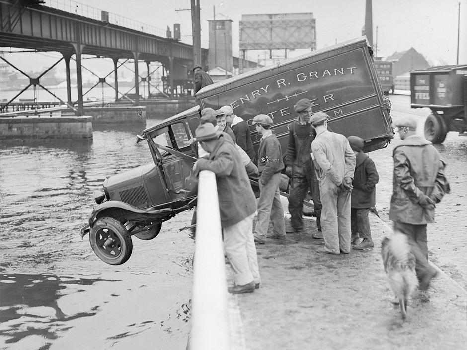 27 Astonishing Vintage Photos Of Car Wrecks In Boston In