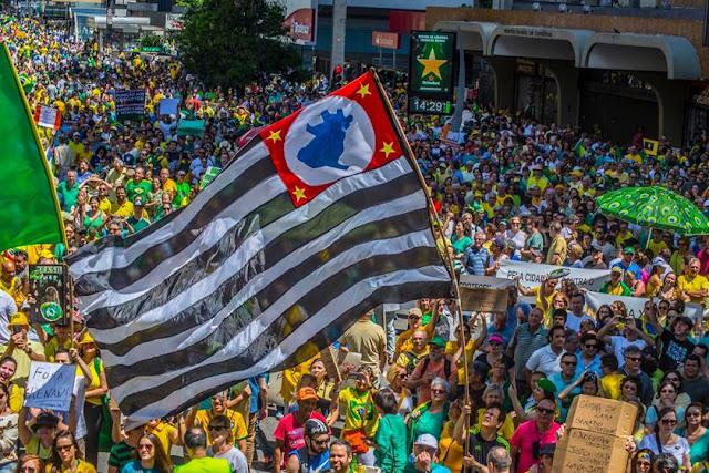 Em 11 Estados e no DF, povo vai às ruas protestar contra a corrupção