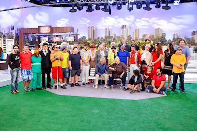Carlos Alberto, Ary e todo o elenco reunido (Crédito: Gabriel Cardoso/SBT)