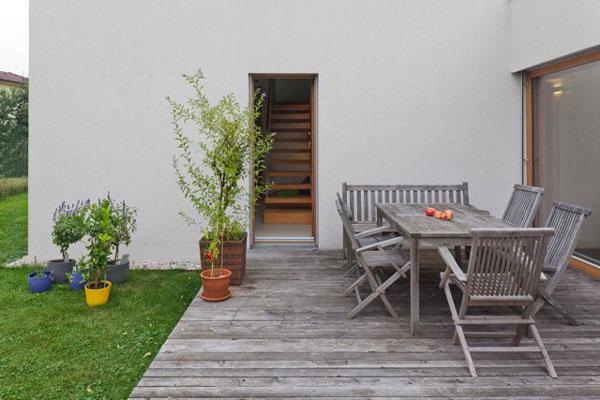 Furniture untuk Teras Rumah