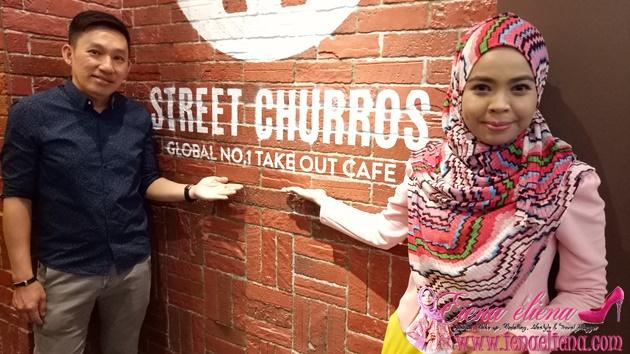 bergambar bersama pemilik Street Churros iaitu Dato Joe Tan
