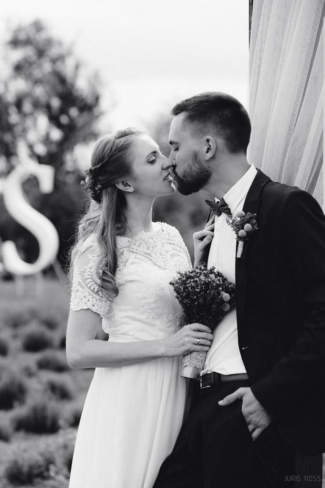 Nestandarta kāzu kleita