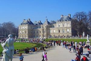 Luxembourg Palace Bangunan terkenal di Paris