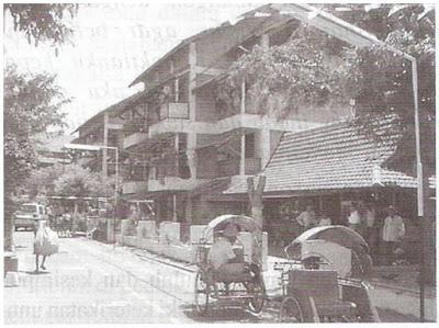 Rumah Susun Dupak, Surabaya tempat tinggal masyarakat kelas bawah dirancang secara komunal, dekat dengan alam (Silas, 1999)
