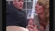 คลิปแม่เลี้ยงเห็นลูกชายแอบชักว่าวเกิดอารมณ์หงี่เลยเข้าช่วยจนโดนเย็ดxx