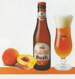 Une bouteille de Pêche Mel' Bush et son verre