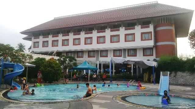 tips berenang di hotel bumi wiyata depok