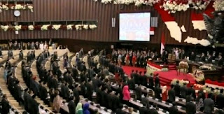 Hierarki Peraturan Perundangan - Undangan Indonesia Menurut UU No 10/2004