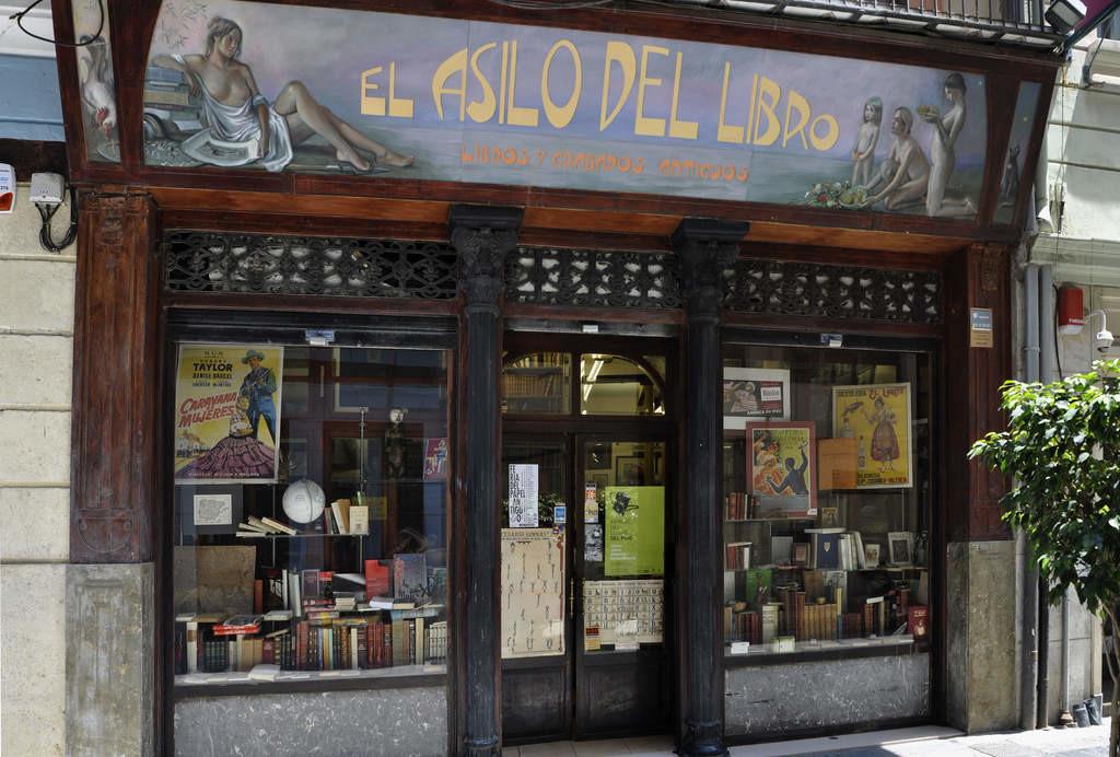 Las 20 mejores librer as de espa a para visitar el club de los libros perdidos - Globos terraqueos barcelona ...