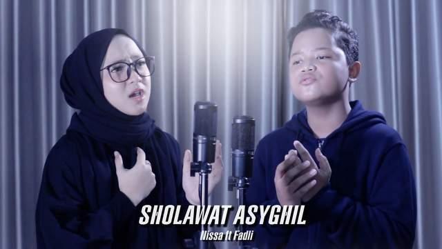 Nissa Sabyan ft Fadli Habibi - Sholawat Asyghil dan Artinya