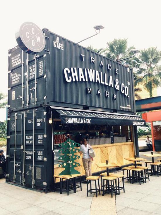 restoran outdor dengan konsep bangunan kontainer