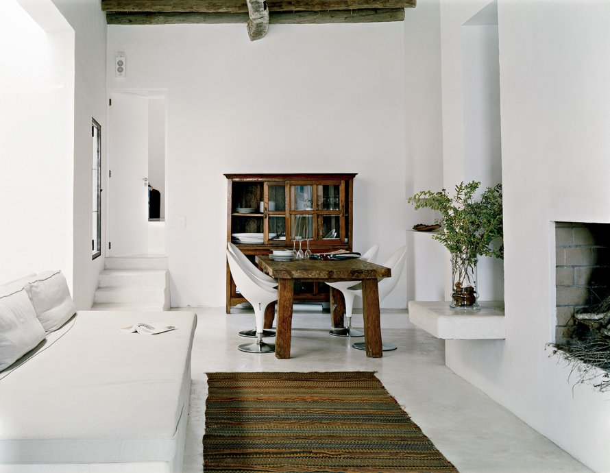 Decordemon white villa in ibiza for Salle a manger contemporaine