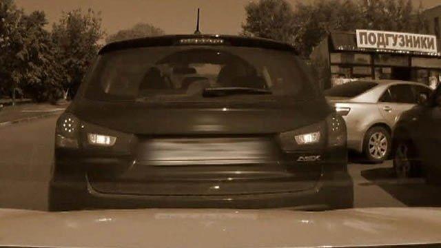 откат назад впереди стоящего автомобиля