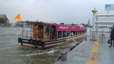 Barco Bandera Naranja de ChaoPraya Express
