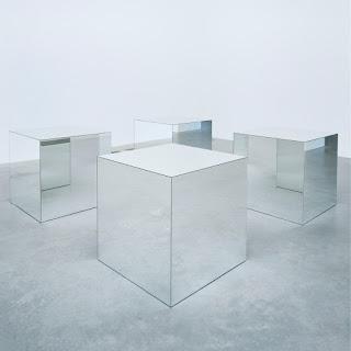 Fins a quina mida un objecte és invisible quan s'acosta a un mirall?