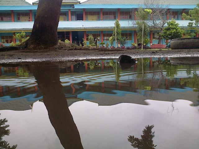 Suasana Setelah Hujan Smansa Pinrang Beginilah SMA Negeri 1 Pinrang Zaman Dulu