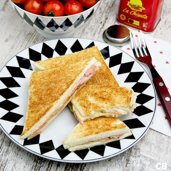 Argentijnse tostados de jamón y queso, flinterdunne tosti's