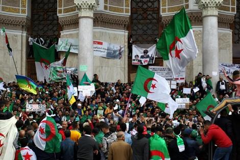 الشرطة الجزائرية تطلق سراح عشرة متظاهرين