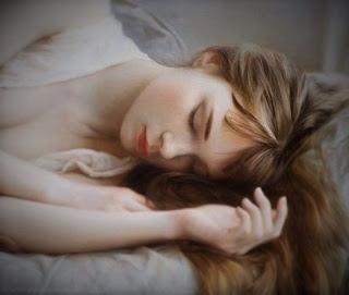 Une Peinture D'une Femme Endormie