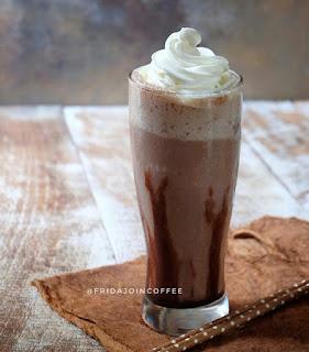 Ide Resep Membuat Es Chocolate Banana Milkshake