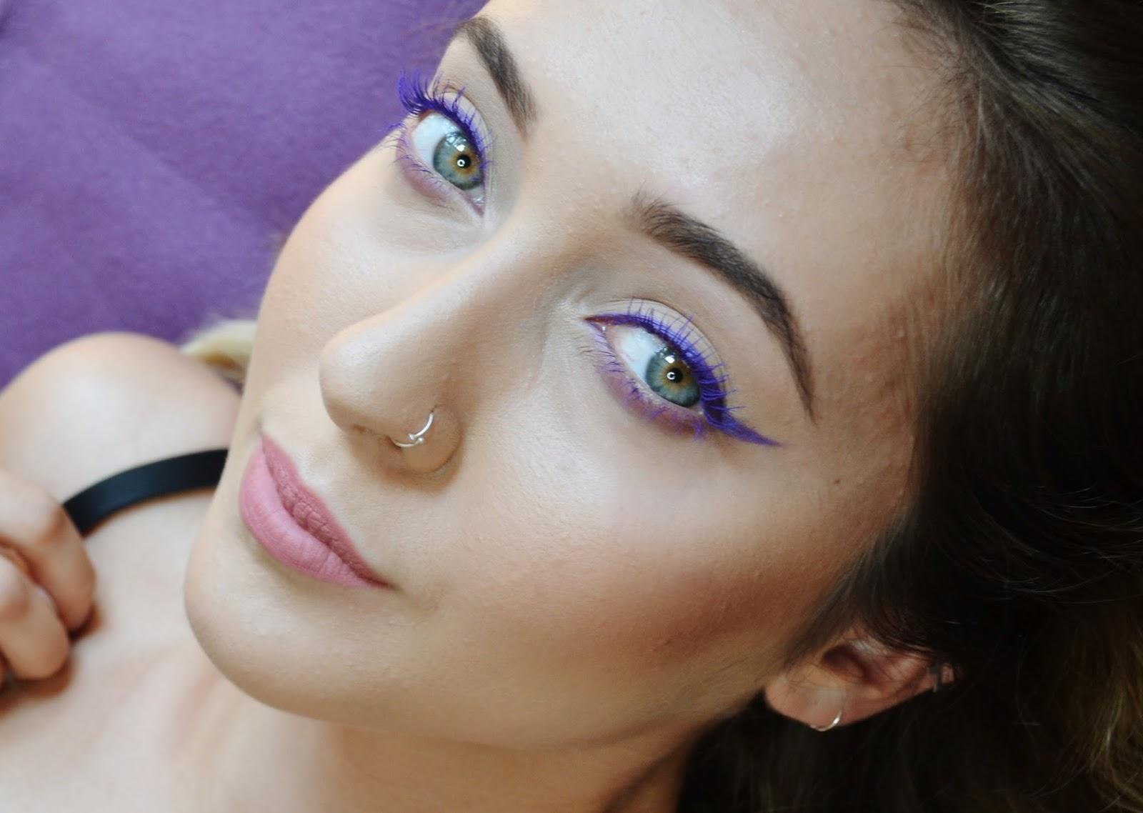 Make Upownia Makijaż Na Lato Kreska W Kolorze Do Zielonych Oczu