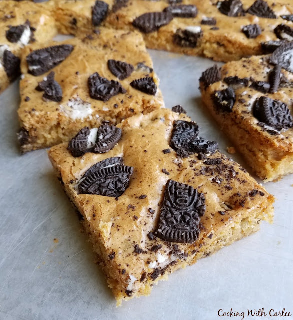 squares of blondies with chunks of oreos on top