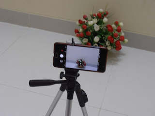 DK 3888 tripod with mobile phone