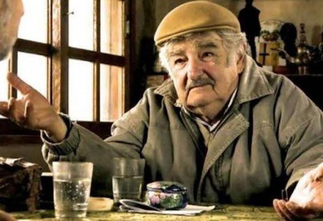 """""""خوسي موخيكا"""" لماذا يلقب بأفقر رئيس في العالم"""