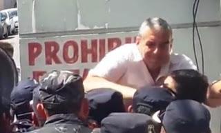 Horacio Pietragalla quedó filmado al momento de asestarle una trompada a un efectivo que trabajaba en el operativo de seguridad durante la última audiencia en el juicio contra Milagro Sala; aseguró que el trabajador jujeño tocó las partes íntimas de una militante.