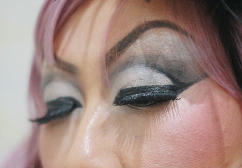 Tips : How To Cover Your Eyebrows