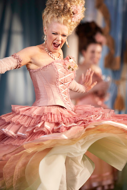 Cosi fan tutte - Garsington Opera 2015, conductor Douglas Boyd - Kathryn Rudge (Dorabella) credit Mark Douet