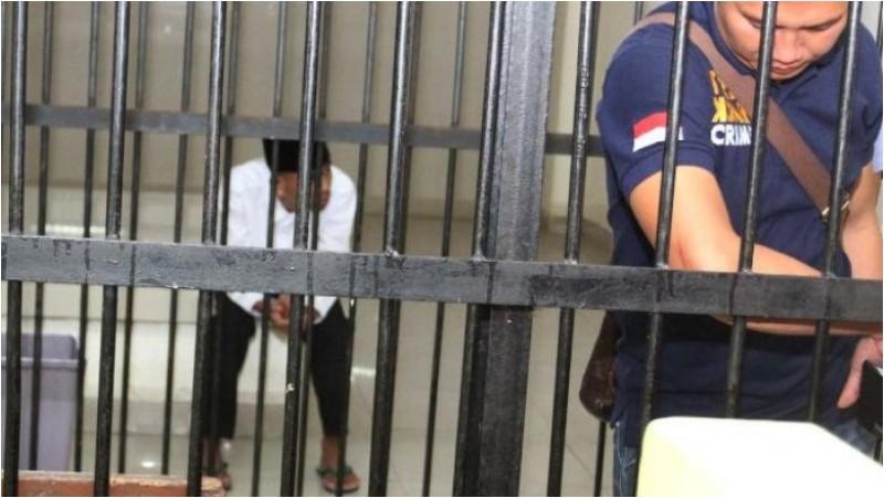 Rahmat Arifin di ruang tunggu tahanan Pengadilan Negeri Tangerang