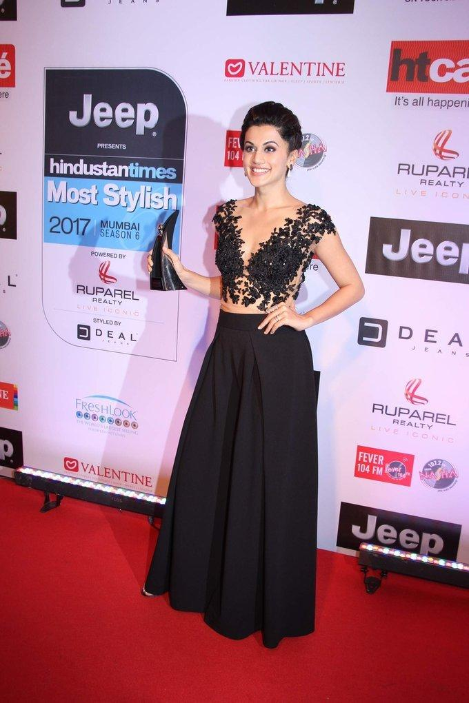 Taapsee Pannu In Black Dress At Ht Most Stylish Awards 2017