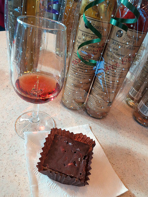 Niagara College Dean's List Savant Icewine with Fudge Brownie Square