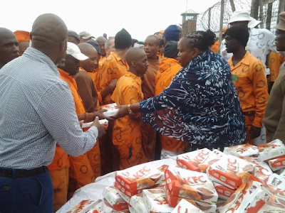 South Africa feed prisoners KFC