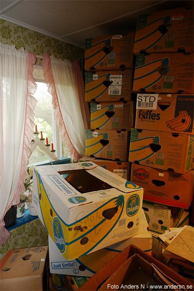 bananlåda, bananlådor, flyttkartong, flyttkartonger, röra, städa, tömma hus, höststädning