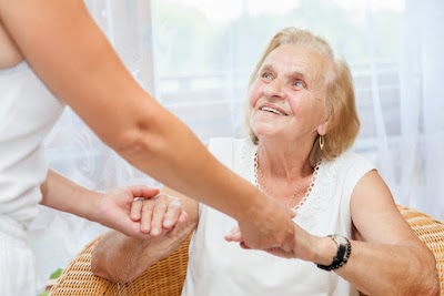 Система долговременного ухода за пожилыми людьми начнет работать в шести регионах РФ